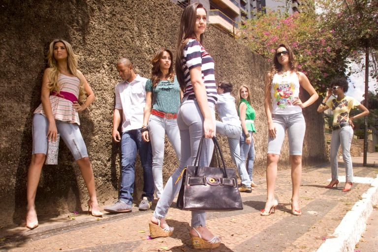 Ri19Jeans Verão 2008 | Produção de Moda: Jorge Marcelo Oliveira | Fotografia: Azael Bild| Beleza: Tandi Steinle | Modelos: Kelly Moraes, Adriana Mara, Aline Lago, Aline Santos, Thiago Magalhães, JocastaCosta, Camila Helen Grant - 2008
