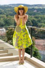 Detroit Verão 2020 - Diana usa Vestido Marrô by KER, sapato KER fivela lima, chapéu KER panamá lima, bolsa KER bambu lima, brin_02